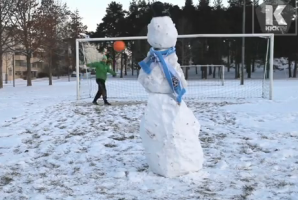 Lassi's back! Video: Snowy soccer trick shots, Christmas in Finland edition