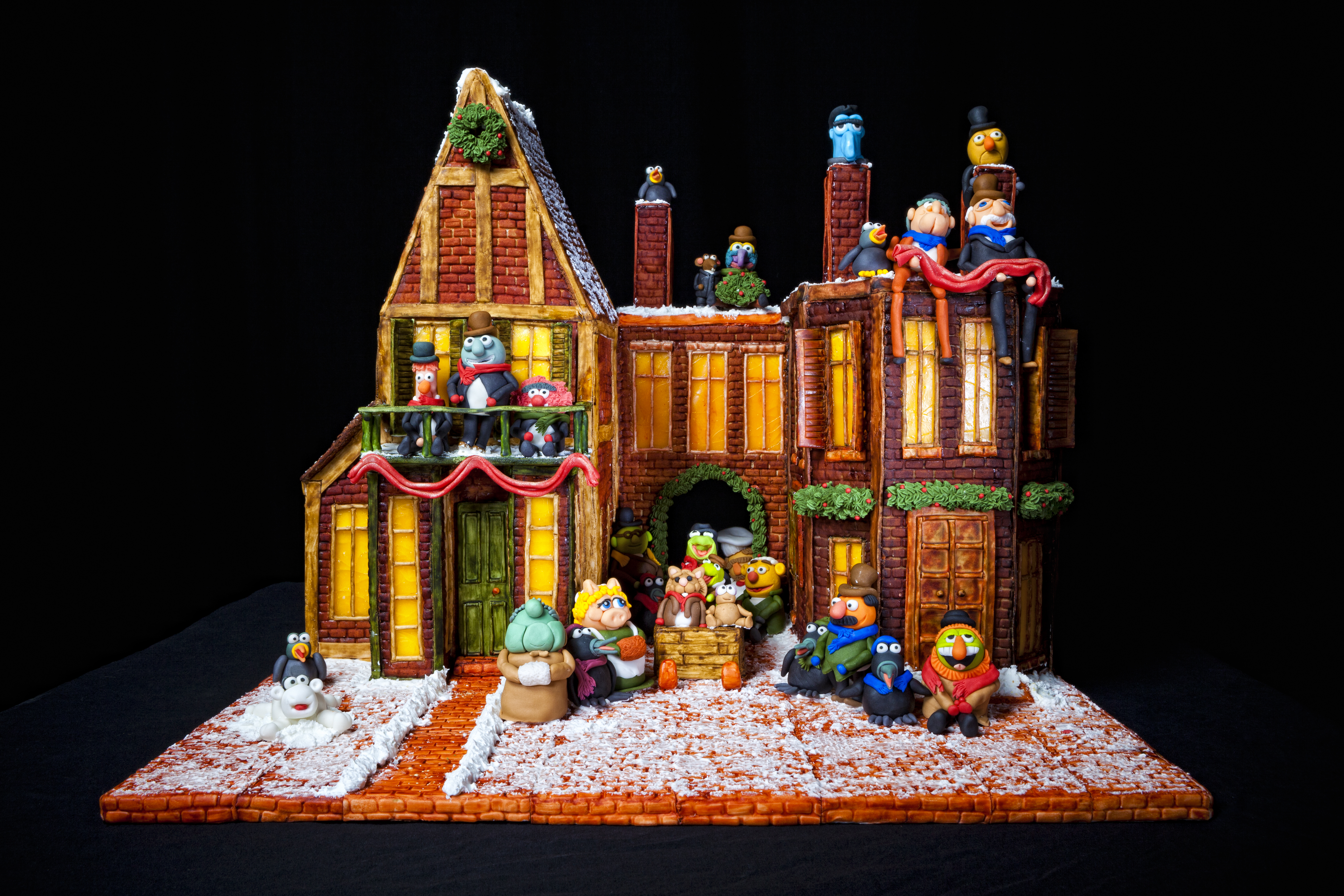 Video 2012 wnc gingerbread houses on good morning america for Grove park house