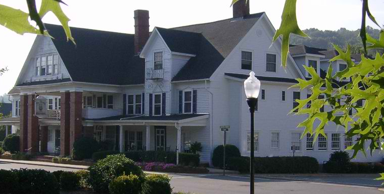 For sale: Nu-Wray Inn in downtown Burnsville