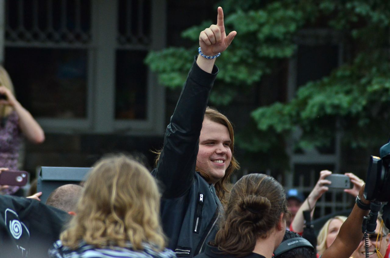 American Idol Caleb Johnson of Asheville sings National Anthem at National Memorial Day Concert