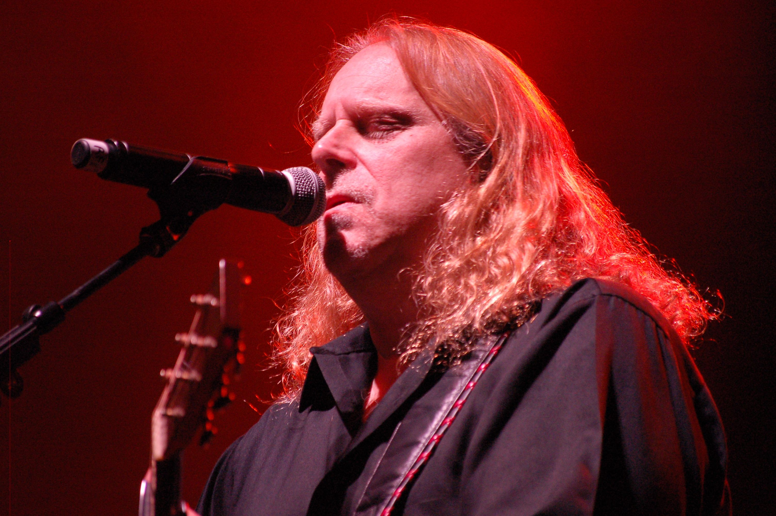 Warren Haynes at the U.S. Cellular Center for his annual Christmas Jam show Dec. 12, 2015./ Photo by Jane Kramer